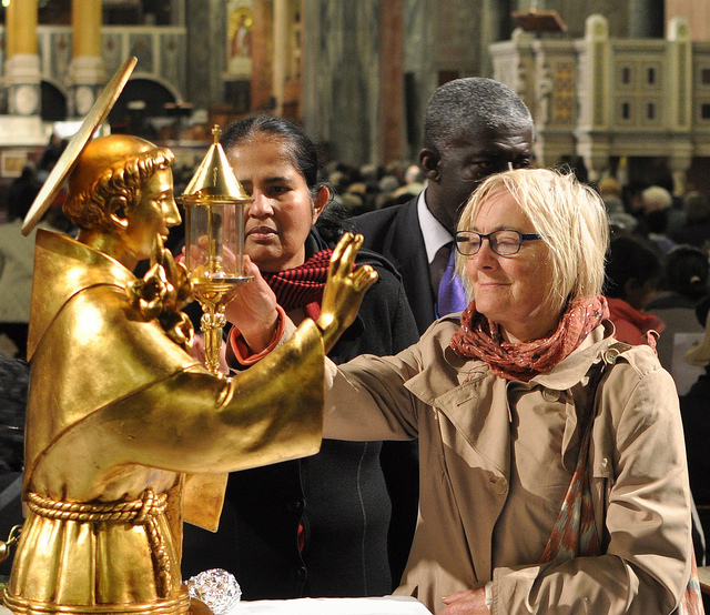 Pilgrims venerate the relics of St Anthony at Westminster Cathedral (Photo: Diocese of Westminster)